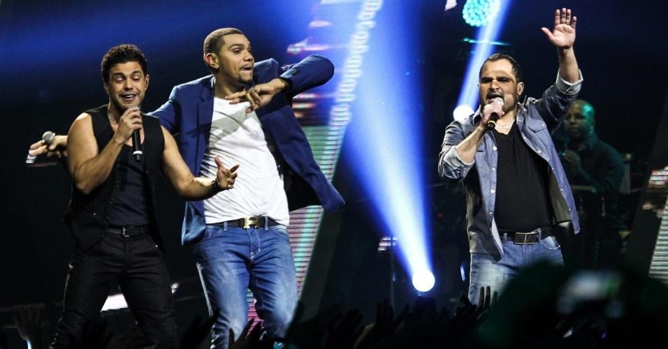 3.jul.2013 - Ao dividir o palco com Zezé Di Camargo e Luciano, Naldo se emocionou durante a gravação de seu novo DVD em São Paulo