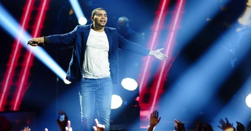 3.jul.2013 - O repertório do show contempla os dez anos de carreira de Naldo, num total de 21 músicas, incluindo sucessos como