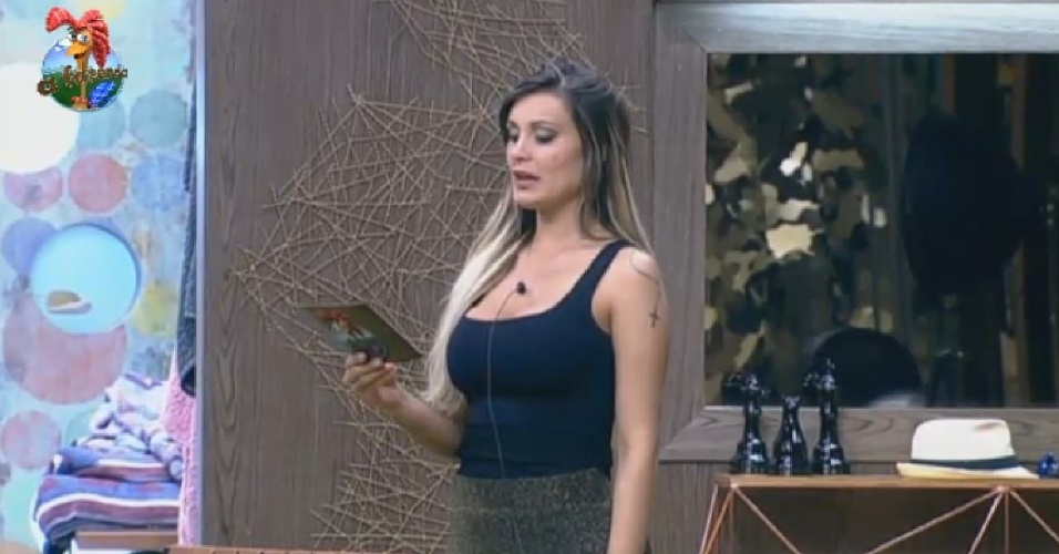 4.jul.2013 - Fanzendeira Andressa dá a má notícia aos colegas: