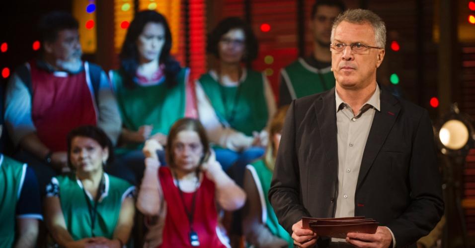 """4.jul.2013 -  Pedro Bial volta com a segunda temporada do """"Na Moral"""" com debate sobre drogas"""