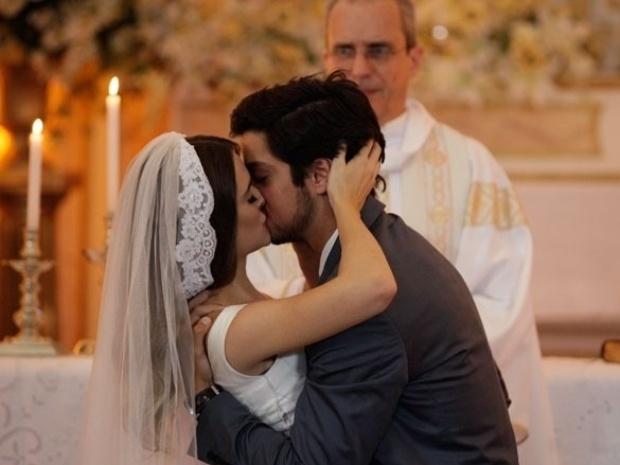 """Em """"Malhação"""", Bruno e Fatinha finalmente se casam"""