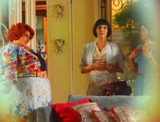 """Em """"Saramandaia"""", Dona Redonda descobre que Risoleta já foi prostituta"""