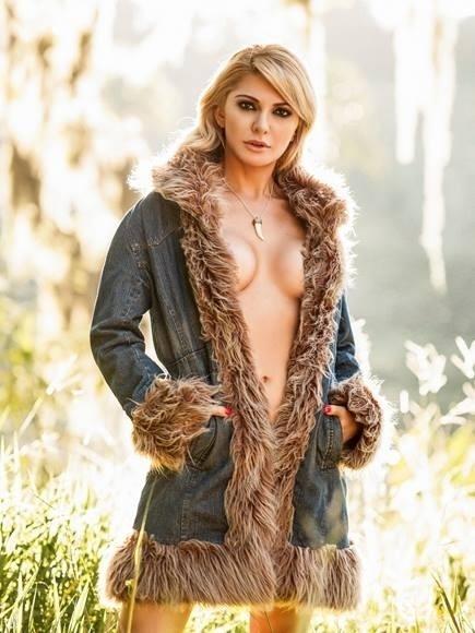 5.jul.2013 - Antônia Fontenelle usa casaco que deixa parte dos seios a mostra em novas fotos de seu ensaio para a