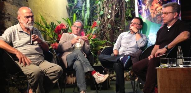 """5.jul.2013 - Lima Duarte, José Wilker, Ricardo Linhares e o jornalista Edney Silvestre falam de """"Saramandaia"""" em evento paralelo da Flip 2013"""