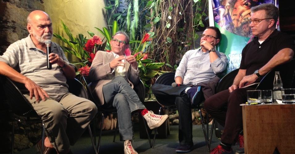 5.jul.2013 - Lima Duarte, José Wilker, Ricardo Linhares e o jornalista Edney Silvestre falam de
