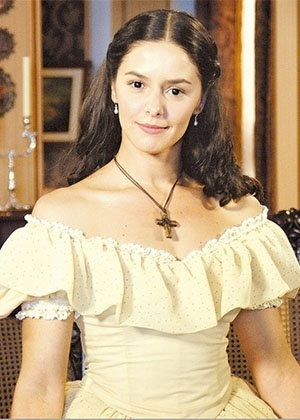 """Bianca Rinaldi na novela """"A Escrava Isaura"""", exibida pela Record em 2004"""