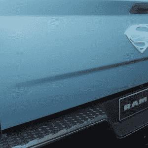 RAM 2500 Power Wagon Man of Steel Edition - Divulgação