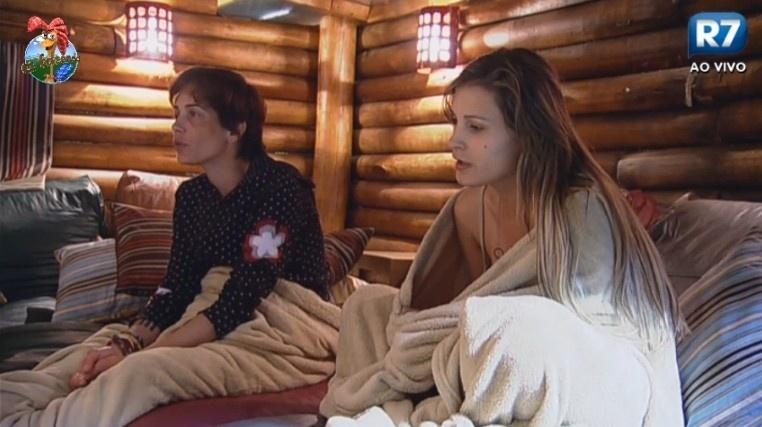 05.jul.2013 - Lu e Andressa travam longa conversa sobre peões