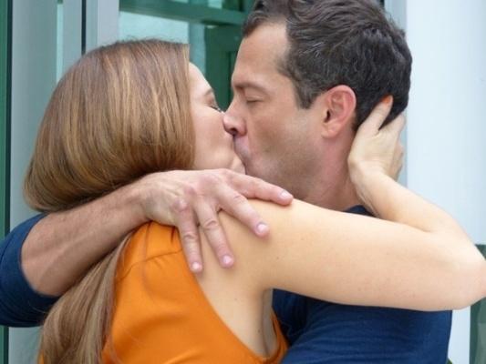 """Em """"Amor à Vida"""", Paloma assume que ainda gosta de Bruno e eles se beijam"""