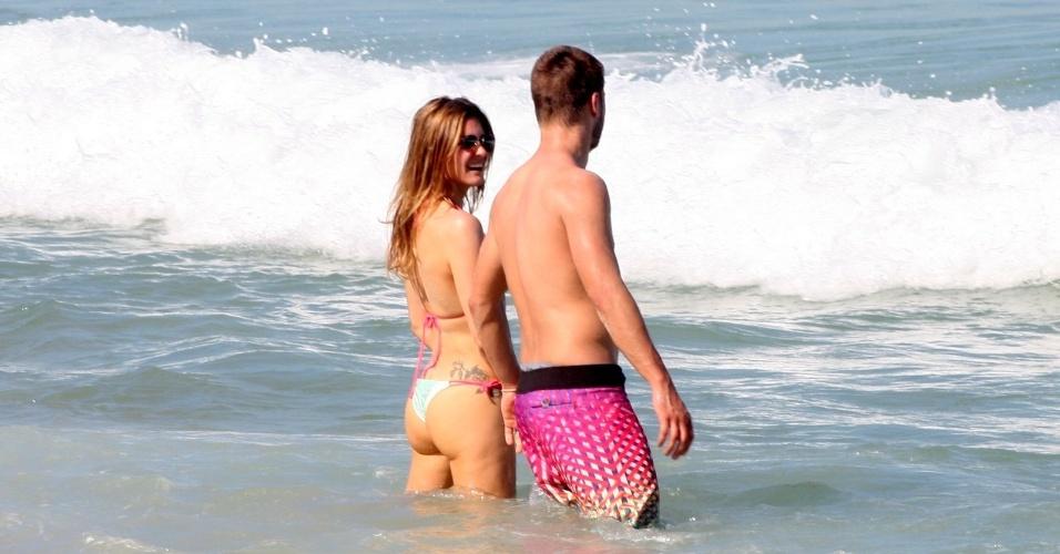 Fernanda Lima e Rodrigo Hilbert na praia 05