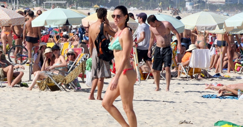 Fernanda Lima e Rodrigo Hilbert na praia 07
