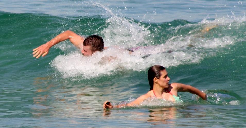 Fernanda Lima e Rodrigo Hilbert na praia 08