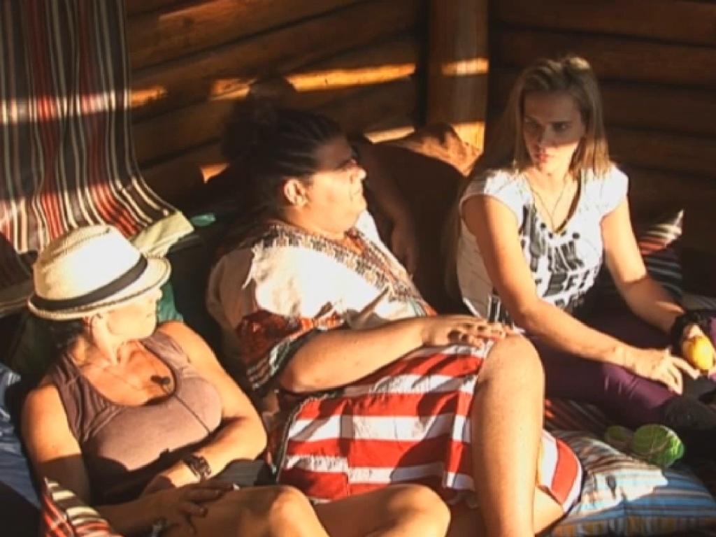 07.jul.2013 - Scheila, Gominho e Denise conversam sobre as fofocas que surgiram no programa