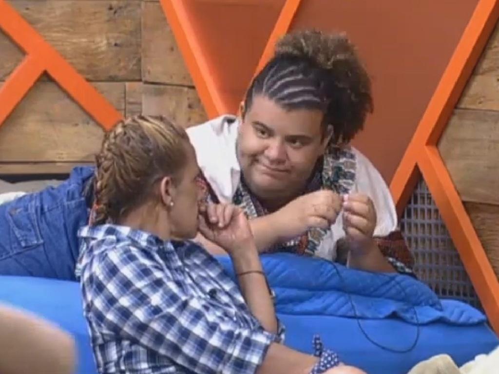 07.jul.2013 - Gominho e Rita Cadillac conversam sobre estratégias de jogo