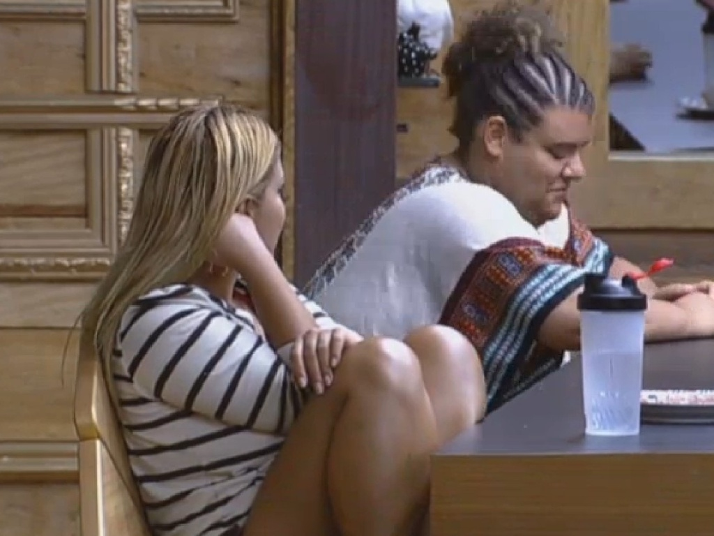 07.jul.2013 - Gominho e Yani falam mal de Lu Schievano