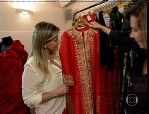 Jul. 2013 - Até em casa Hebe Camargo usava um vestido com muito brilho