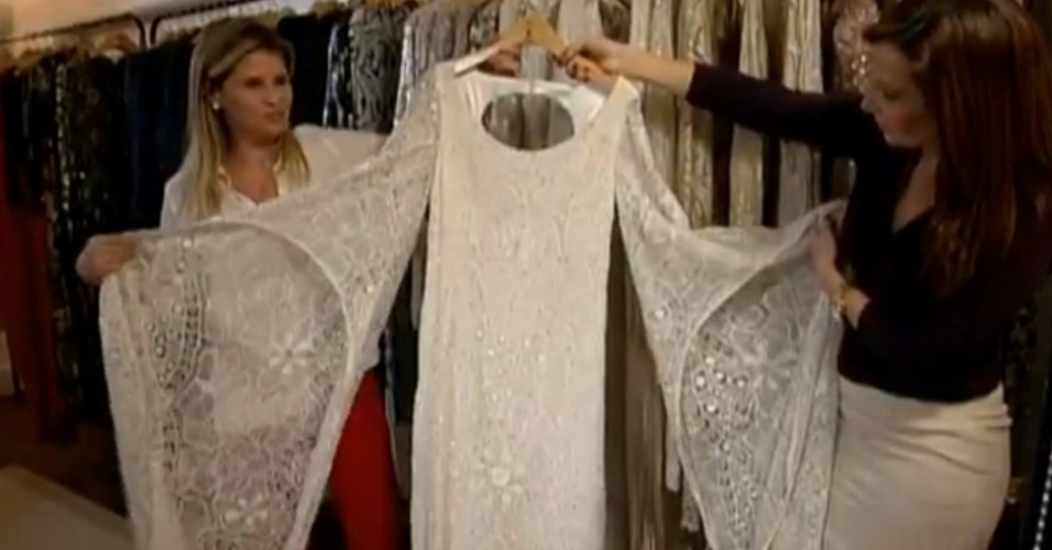 Jul. 2013 - O acervo inclui o vestido branco que usou em homenagem a Roberto Carlos