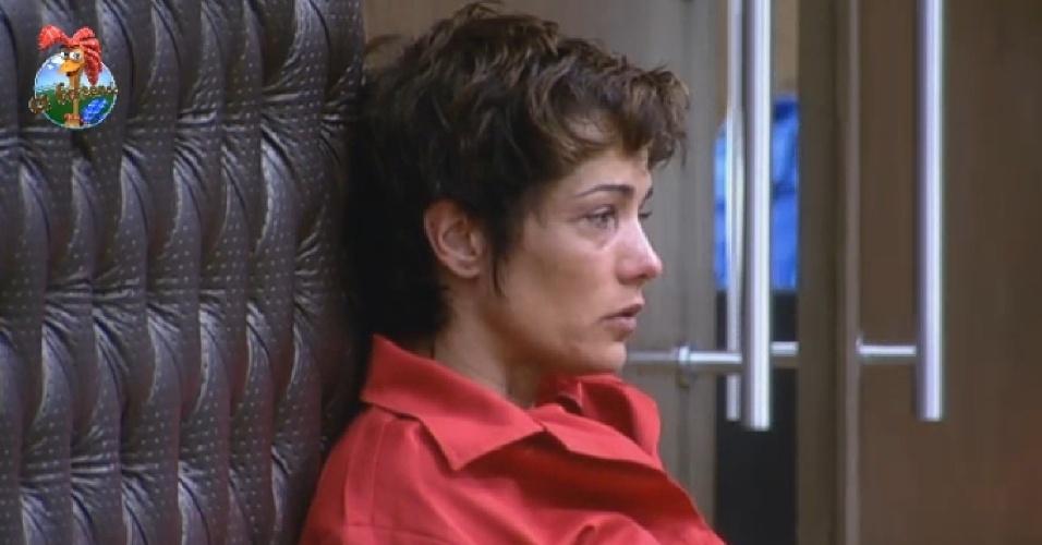 08.jul.2013 - Lu Schievano volta a falar sozinha após ir para a roça