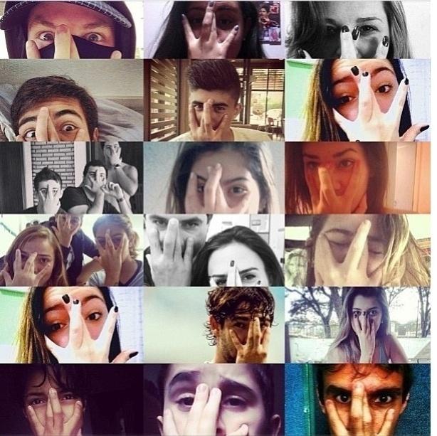 08.jul.2013 - Pato publica montagem com fãs imitando seu gesto