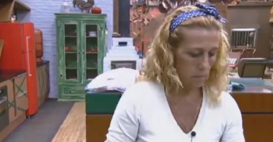 08.jul.2013 - Rita Cadillac tempera frango