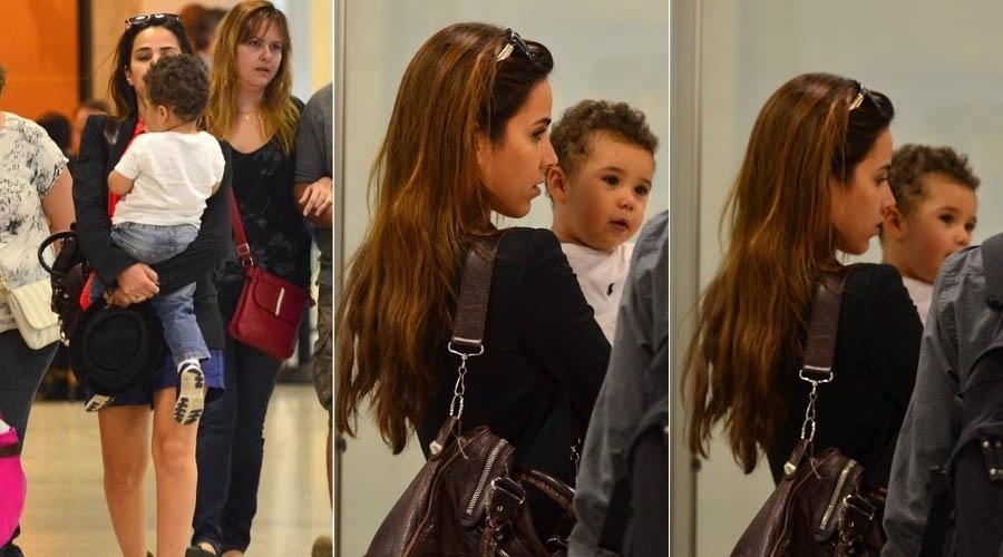 8.jul.2013 - Com o filho no colo, Wanessa embarca em aeroporto do Rio