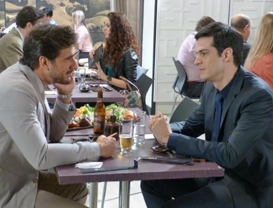 "Em ""Amor à Vida"", Félix se oferece para Jacques"