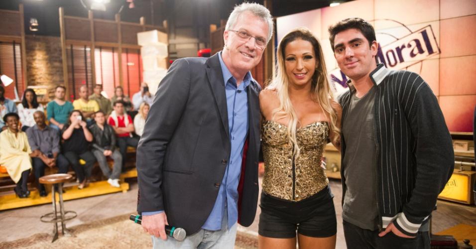 09.jul.2013 - Valesca Popozuda e Marcelo Adnet participam do 'Na Moral', com Pedro Bial