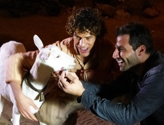 """Em """"Flor do Caribe"""", cabra Ariana encontra outra pedra preciosa na mina de Cassiano"""