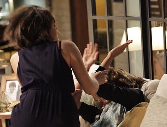 """Em """"Sangue Bom"""", Giane briga com Amora e bate na it-girl"""