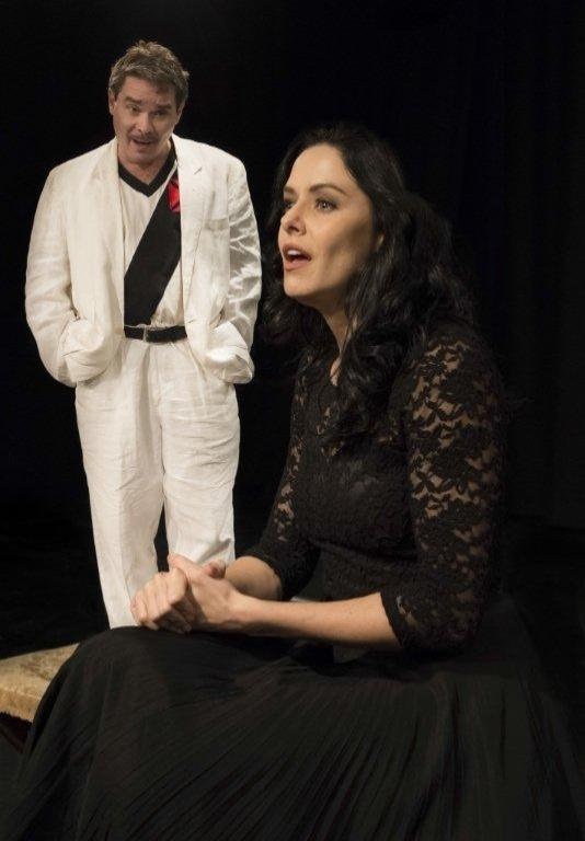 2013 - Bianca Rinaldi e Leon Góes encenam