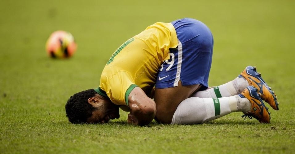 8.06.2013 - Hulk lamenta jogada durante amistoso contra a França, na Arena Grêmio, em Porto Alegre, RS