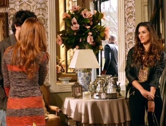 """Em """"Amor à Vida"""", Leila sente ciúmes ao ver beijo de Thales e Nicole"""