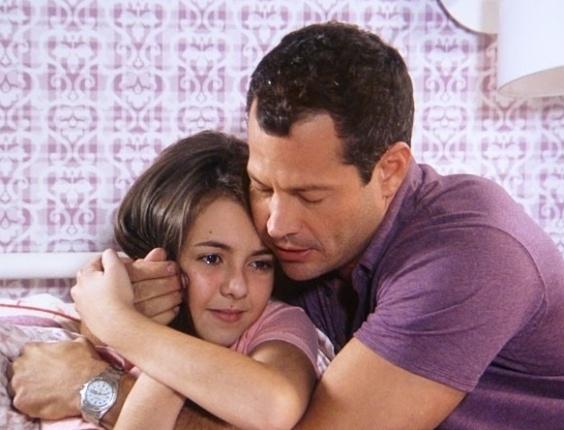 """Em """"Amor à Vida"""", Paulinha se recusa a comer e Paloma chama Bruno"""