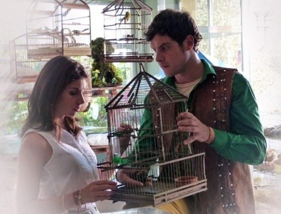 """Em """"Saramandaia"""", João Gibão encontra pássaro morto e tem nova visão"""