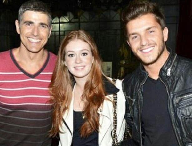 Klébber Toledo e Marina Ruy Barbosa assistem à peça de Reynaldo Gianecchini no Rio