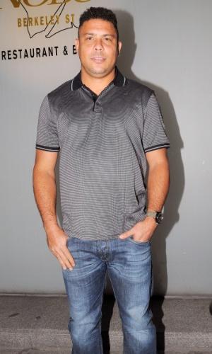 10.jul.2013 - O ex-jogador de futebol e atual comentarista da Globo, Ronaldo é fotografado em Londres