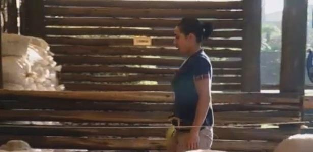 11.jul.2013 - Após noite de festa, Sheila Carvalho acorda cedo para cuidar das ovelhas
