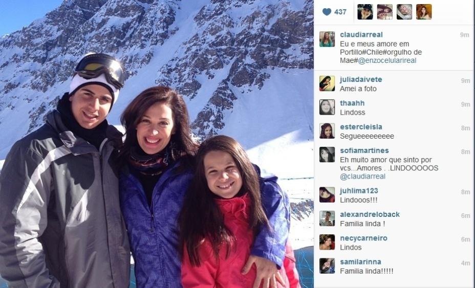 11.jul.2013 - Claudia Raia publica foto de férias com os filhos Enzo e Sophia