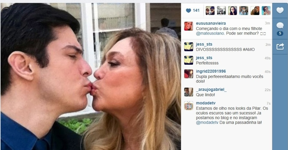 """11.jul.2013 - Susana Vieira e Mateus Solano dão selinho durante gravação de """"Amor à Vida"""""""