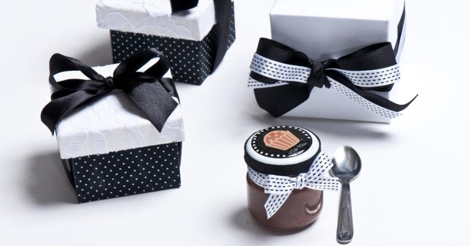 Brigadeiro de colher da Gift Chic; por R$ 8,50 (cada, sem a caixinha) e R$ 12,50 (cada, com a caixinha)
