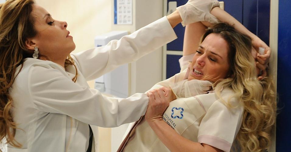 """Em """"Amor à Vida"""", Glaube bate em Elenice e enfermeira morre"""