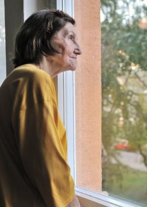 Para o idoso, é sempre melhor ficar com a família. Se for necessário colocá-lo em um asilo, a família deve visitá-lo maior frequência possível - Thinkstock