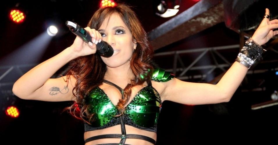 11.jul.2013 - Anitta se apresenta em casa noturna de São Gonçalo, no Rio de Janeiro