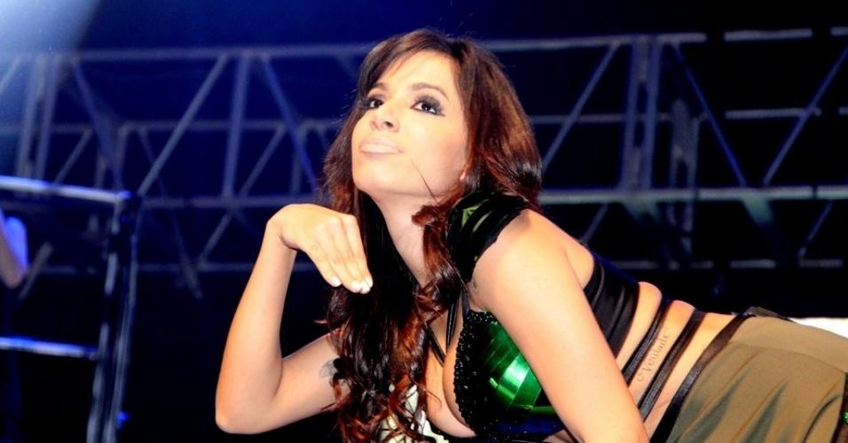 """11.jul.2013 - Batizada como Larissa de Macedo Machado, de 20 anos, Anitta conta que escolheu o nome artístico inspirada na adolescente sedutora da minissérie """"Presença de Anita"""""""