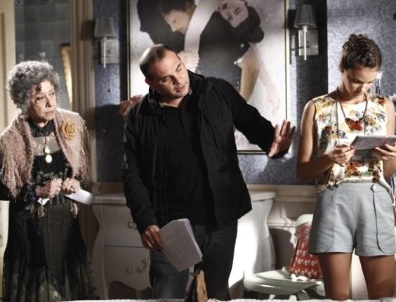 """11.jul.2013 - Fernanda Montenegro e Laura Neiva gravam cenas da ressurreição de Candinha em """"Saramandaia"""""""