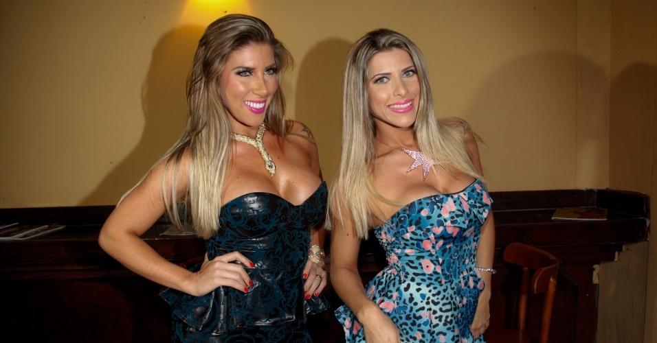 11.jul.2013 - Tati Minerato e  Ana Paula Minerato na festa de lançamento da edição de Solange Frazão da revista