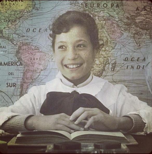"""12.out.12 -  Susana Vieira publica foto em seu Instagram da época em que ainda era criança. """"Os tempos do colégio... No   Uruguai!"""", escreveu a atriz"""