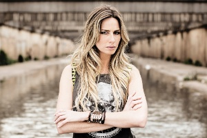 "Mariana Weickert, que apresenta ""A Liga"" na Band"