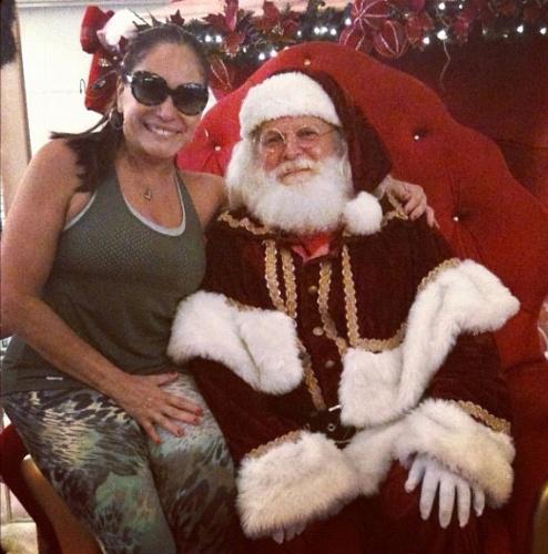 """20.nov.2012 - """"Vejam só quem estava hoje no Shopping da Gávea ..."""", escreveu a atriz na legenda da foto que publicou no Instagram"""