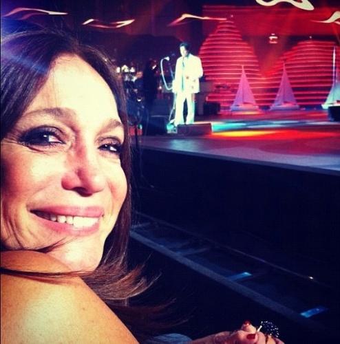 """22.nov.2012 - """"Esse é o cara que faz o melhor show  e que me deu um abraço e uma rosa  vermelha... O Rei Roberto Carlos!"""", escreveu ela na legenda da foto publicada em seu Instagram"""
